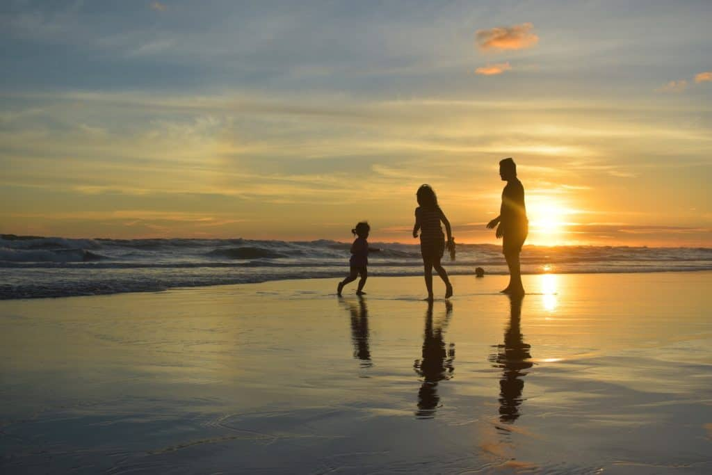 How, When, and Why To Use A Travel Agent To Book A Family Vacation